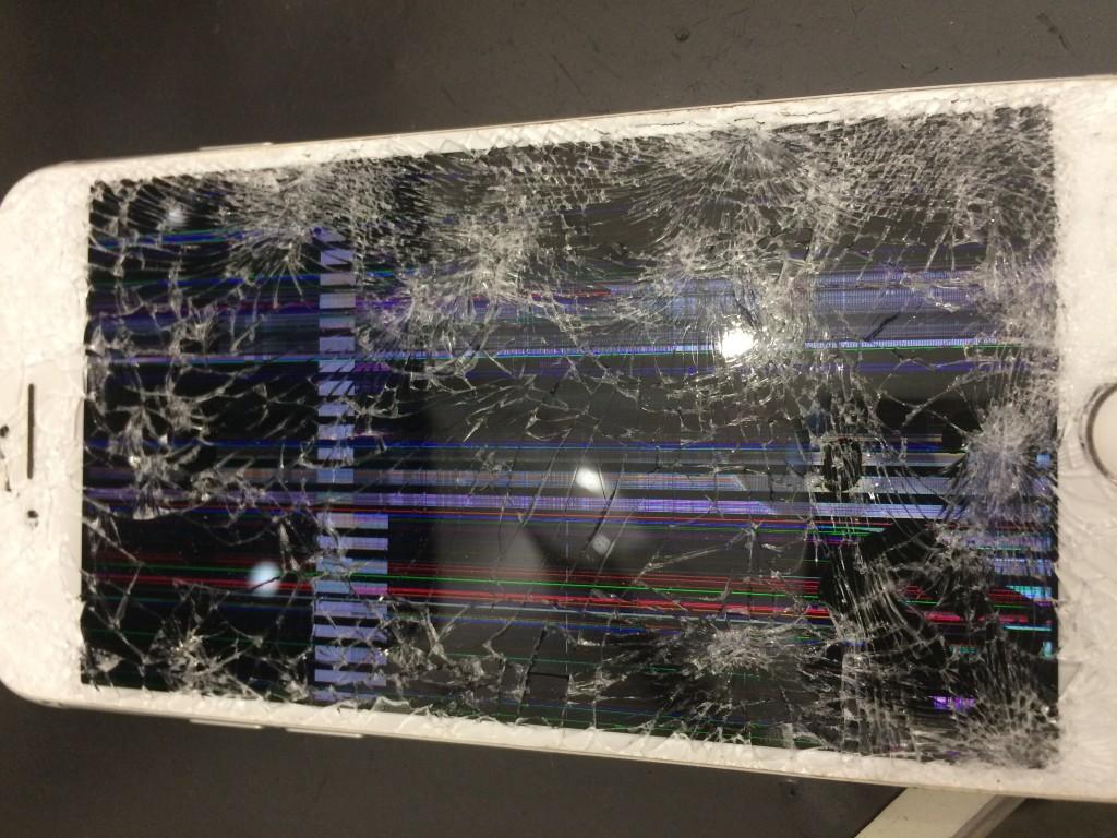 iPhoneバキバキ液晶漏れ